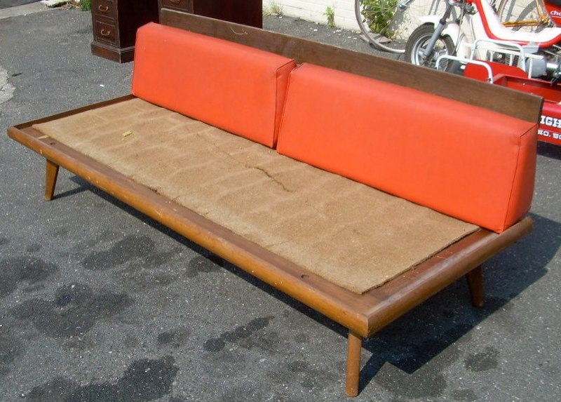 Vintage couch for sale classifieds for Retro 80s furniture