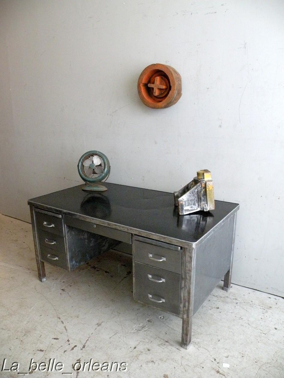 A stunning vintage industrial steel desk. Made all in thick metal steel .  With 6 drawers and two shelves on the top. The central drawer locks all 6  drawers ... - VINTAGE INDUSTRIAL LARGE STEEL DESK 1940S . MUST SEE! For Sale