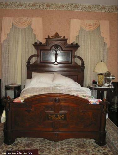 Gorgeous american antique victorian bedroom suite for sale for Bedroom suites for sale