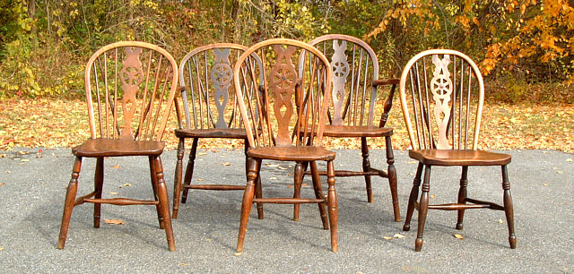 Assembled set of five period antique Longridge English wheel back Windsor chairs c1820. The side chairs each measure 16 inches high to the top of their ... : bow back chair - Cheerinfomania.Com