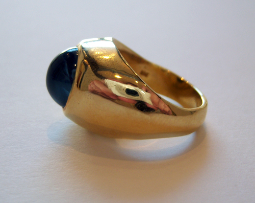 blue sapphire mounted in an 18 karat gold ring fj 6175