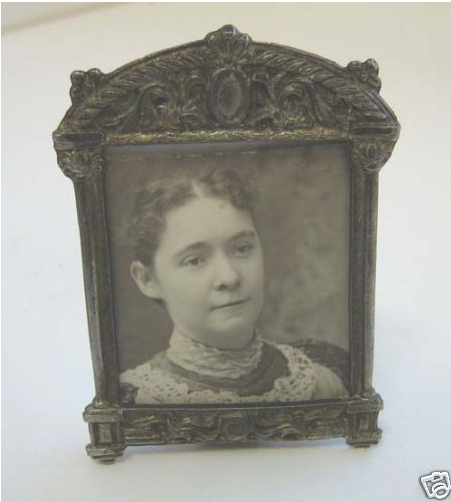 _1039650_Antique_miniature_metal_decorative_picture_frame1.JPG