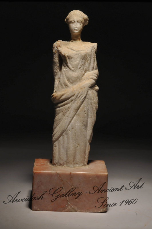 Ancient Roman Marble Statue Of A Standing Goddess For Sale