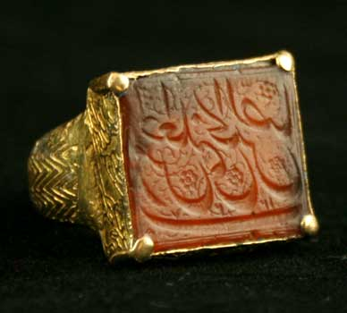 early safavid gold ring featuring a carnelian seal fj