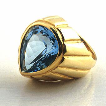 18 karat gold ring set with a blue topaz fj 5561 for