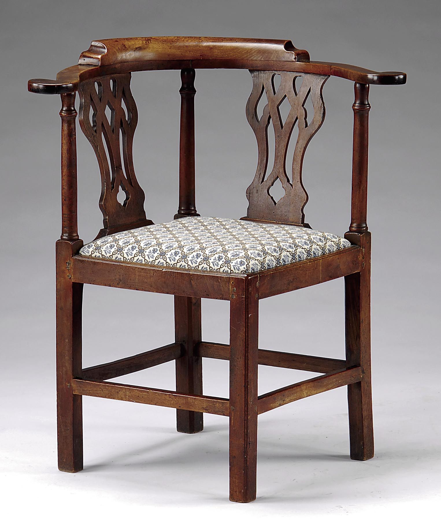 Superb 18th C American Walnut Chippendale Corner Chair Circa 1760-1785  Original Surface - For - Antique Corner Chairs Antique Furniture