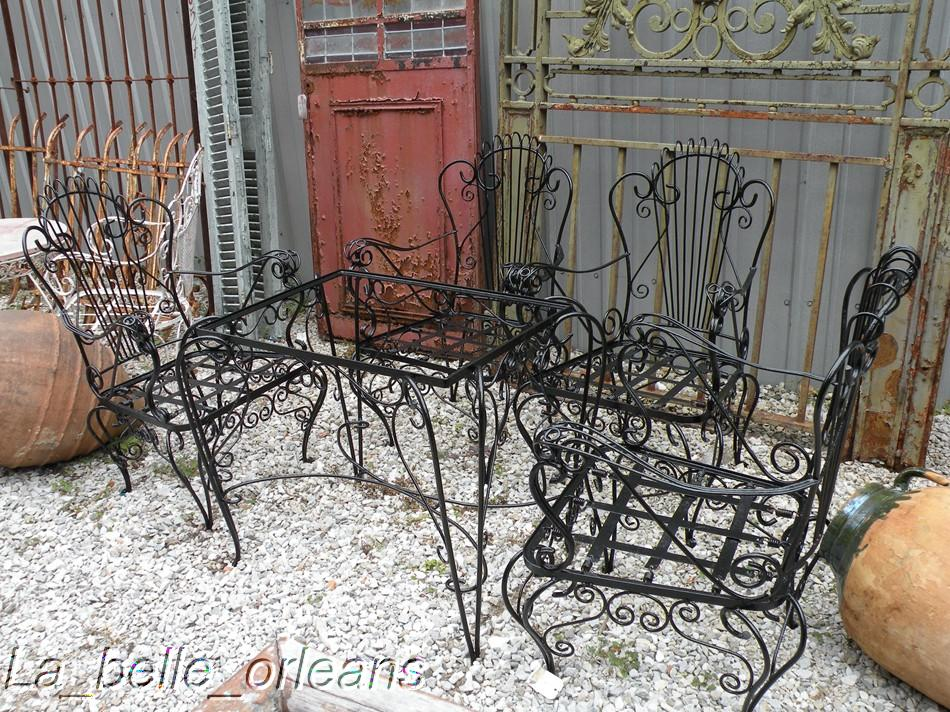 Charming French Wrought Iron Garden Set Table 4chairs For